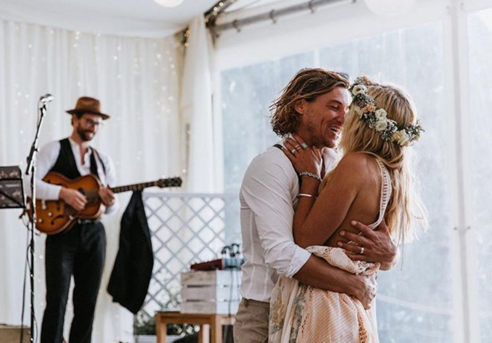 DJs Vs. Live bands – which one should you have at your wedding?