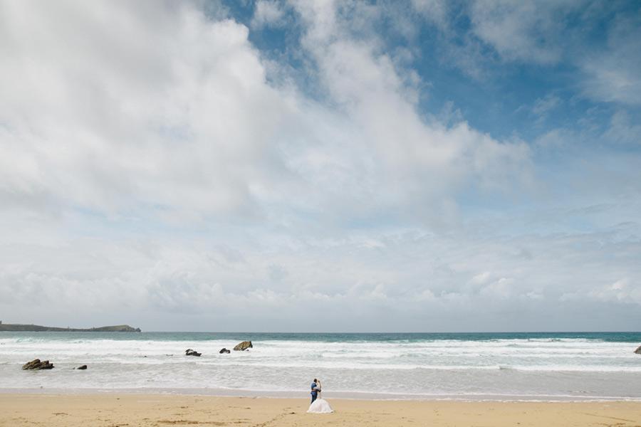 Abi-Riley-Photography-couple-on-Lusty-Glaze-Beach